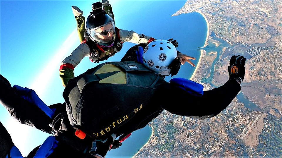 In air AFF skydiving coaching